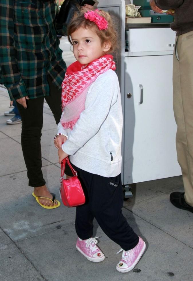 Jessica Alba et sa fille Honor sortant d'un salon de beauté à Beverly Hills, le 16 novembre 2011.