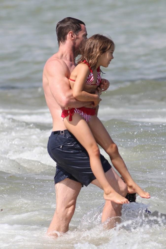 Avec les poids qu'il doit soulever quotidiennement à la salle de musculation, c'est pas une petite fille qui lui fait peur!