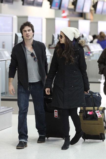 Nina Dobrev et Ian Somerhalder à l'aéroport de Toronto le 31 mars 2013