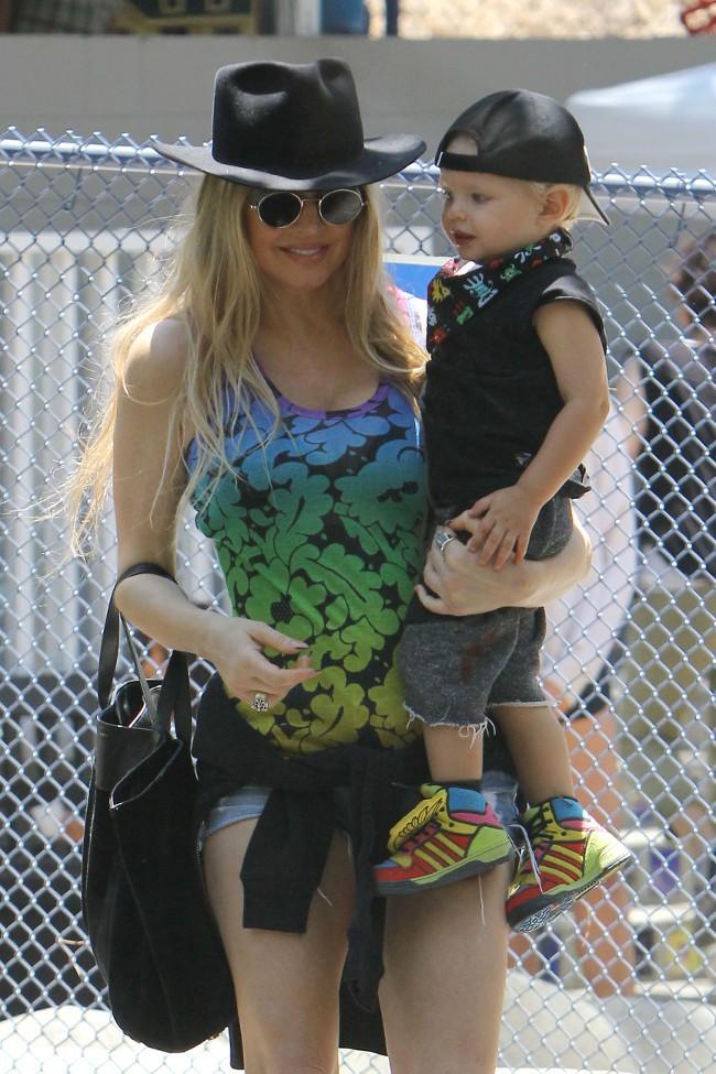Fergie et son fils Axl à Los Angeles le 12 juillet 2015