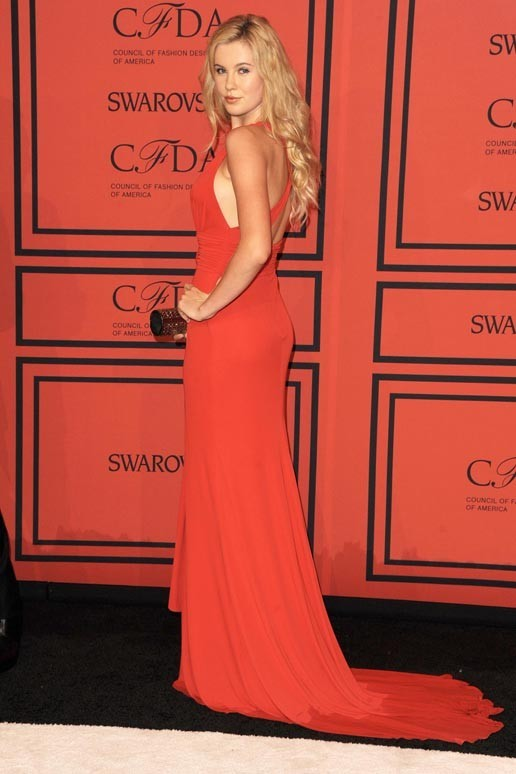 Ireland Baldwin sur le tapis rouge des CFDA Fashion Awards à New-York le 3 juin 2013