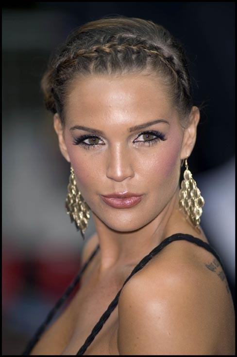 Danielle Llyod : Pas mal ses boucles d'oreilles!