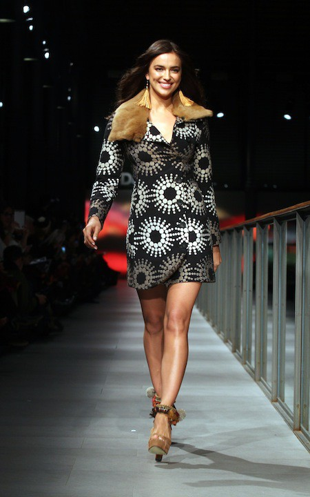 Photos : Irina Shayk : bombesque à souhait pour défiler aux côtés de l'ex de Kylie Minogue !