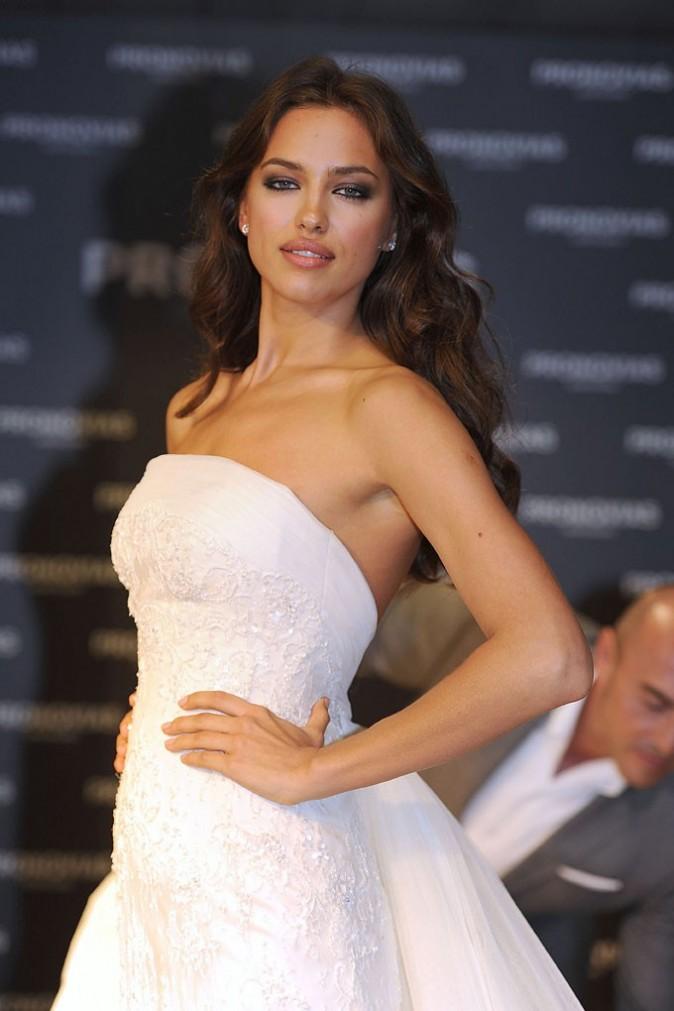 Irina Shayk lors du photocall de la marque Pronovias à Barcelone, le 9 mai 2011.