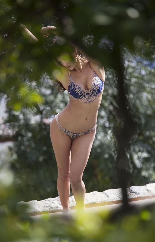 Irina Shayk en plein shooting à Positano, en Italie, le 21 avril 2014