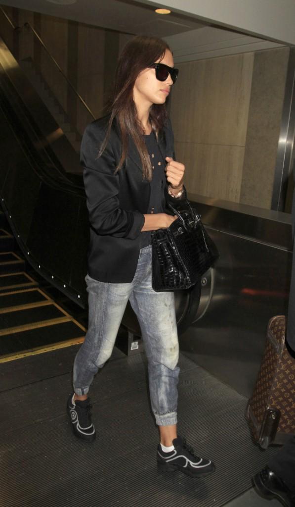 Irina Shayk à l'aéroport de Los Angeles le 18 août 2015