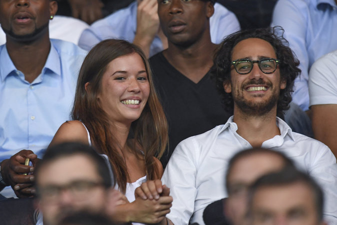 Thomas Hollande et sa girlfriend au match PSG - Arsenal au Parc des Princes le 13 septembre 2016
