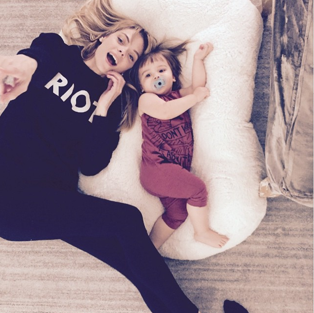 Photos : Jaime King : elle pose topless et enceinte !