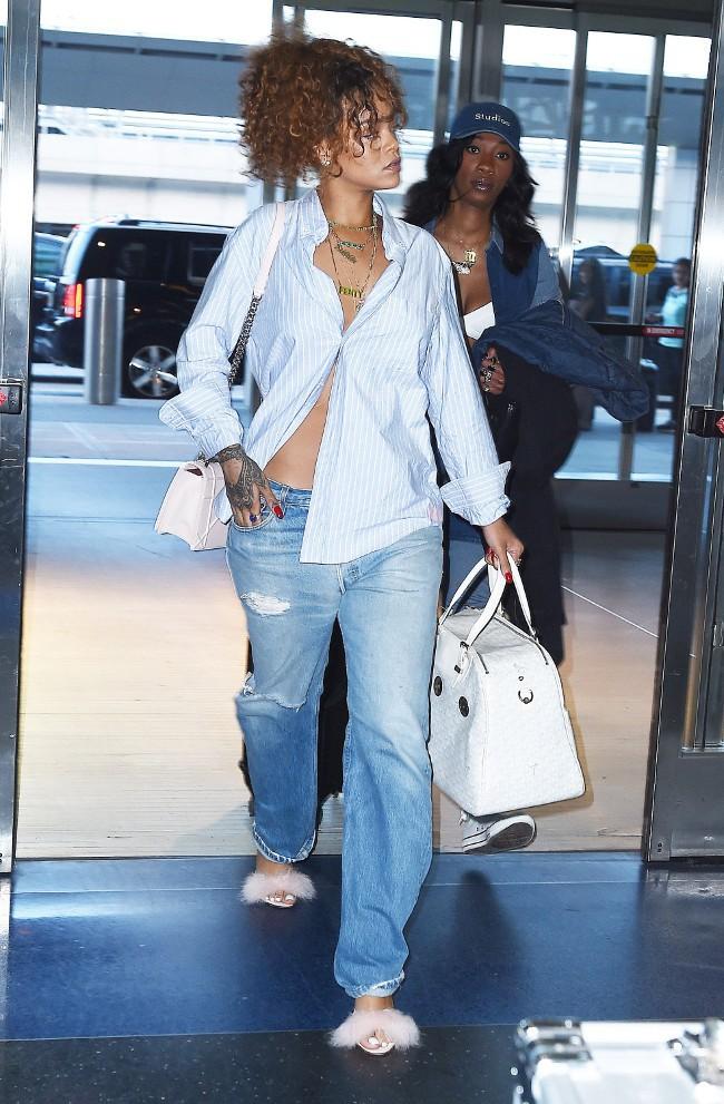 Rihanna à l'aéroport JFK de New-York le 21 juillet 2015