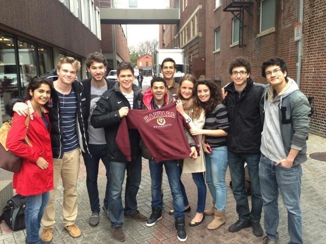Jamel a même droit au sweatshirt de l'université !
