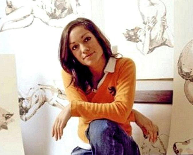 Natasha Archdale James a eu une brève love story avec cette actrice et mannequin lingerie,  entre janvier et octobre 2009. Puis il est passé à...