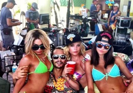 Vanessa, Selena ...Elles sont toutes folles de lui !