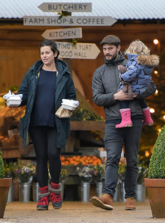 Photos : Jamie Dornan (50 nuances de Grey) : sortie familiale pour la star !