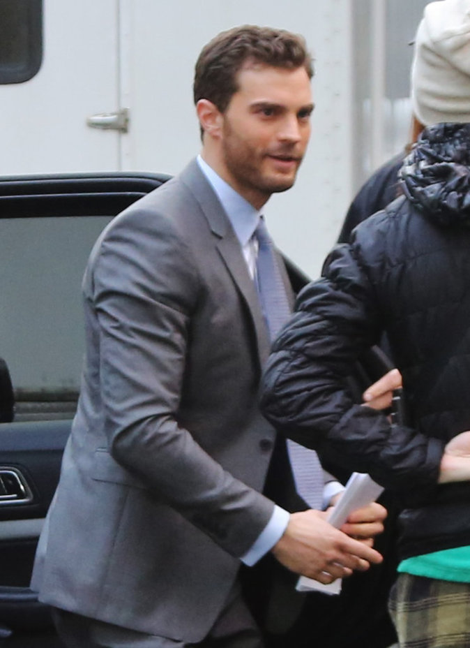 Photos : Jamie Dornan alias Mr Grey arrive sur le tournage de Fifty Shades Darker!