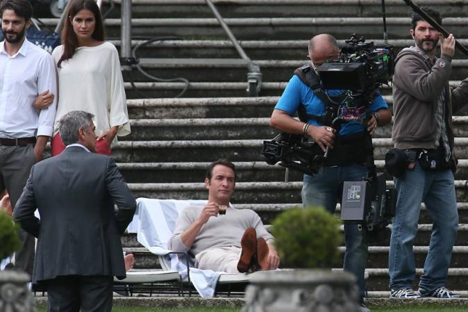 Jean Dujardin sur le tournage de la nouvelle publicité Nespresso avec George Clooney en Italie le 28 août 2014