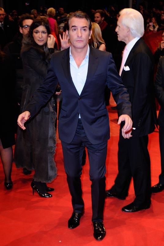Jean Dujardin sur le tapis rouge de Monuments Men à la 64e Berlinale le 8 février 2014