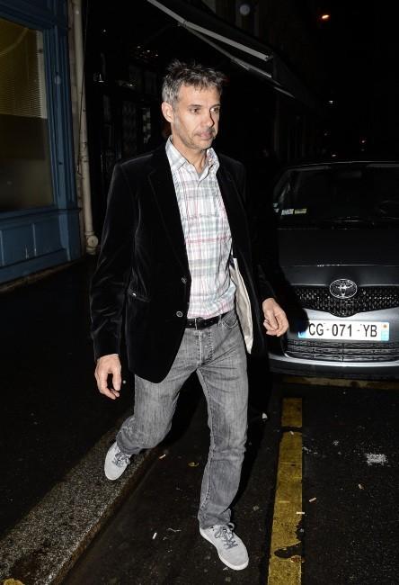 Paul Belmondo arrive à l'anniversaire de son père, le 9 avril 2013 à Paris