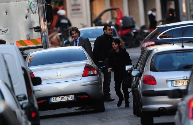 Au moins, Carla Bruni ne manque pas de visites !