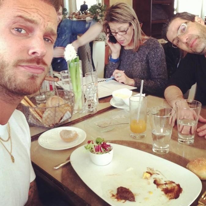 Matt Pokora et son équipe en déjeuner à Cannes le 25 janvier 2013