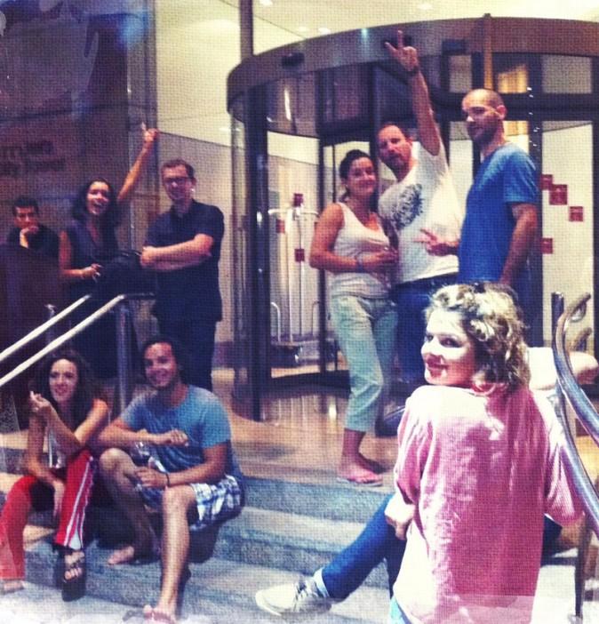 Jen avec tout son staff à l'hôtel !