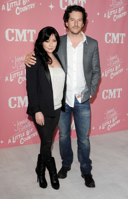 Shannen Doherty et son mari lors de la soirée d'anniversaire de Jennie Garth à Los Angeles, le 19 avril 2012.