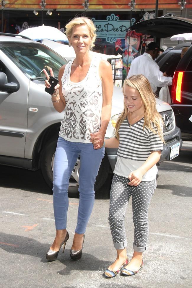 Jennie Garth et sa fille Lola le 7 août 2012 à Los Angeles