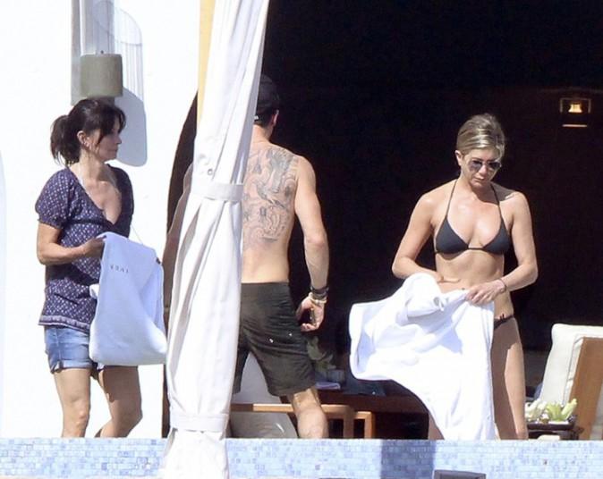 Jennifer Aniston à Cabo San Lucas avec Justin Theroux et Courteney Cox le 29 décembre 2013