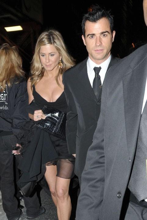 Jennifer Aniston et Justin Theroux main dans la main hier à New-York !