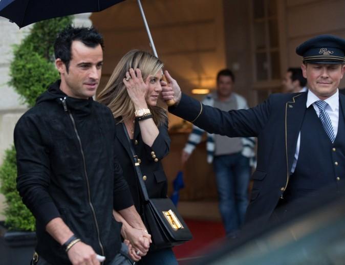 Justin Theroux et Jennifer Aniston à la sortie du Ritz le 12 juin 2012