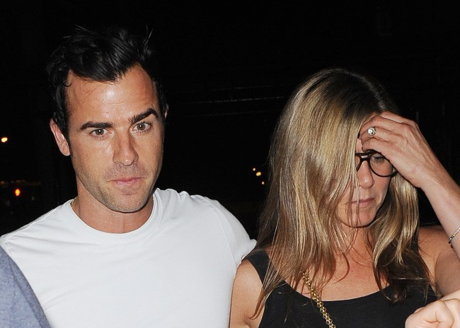 Jennifer Aniston et Justin Theroux à la sortie du restaurant Blue Hill à New York, le 20 juillet 2013.