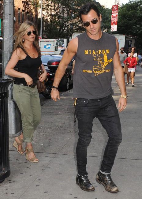 Jennifer Aniston et Justin Theroux à New York, le 20 juillet 2013.