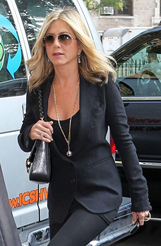 Jennifer Aniston à l'entrée de son appartment de New-York