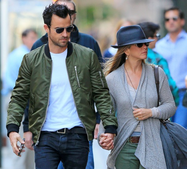 Jennifer Aniston et Justin Theroux à New York, le 12 mai 2013.