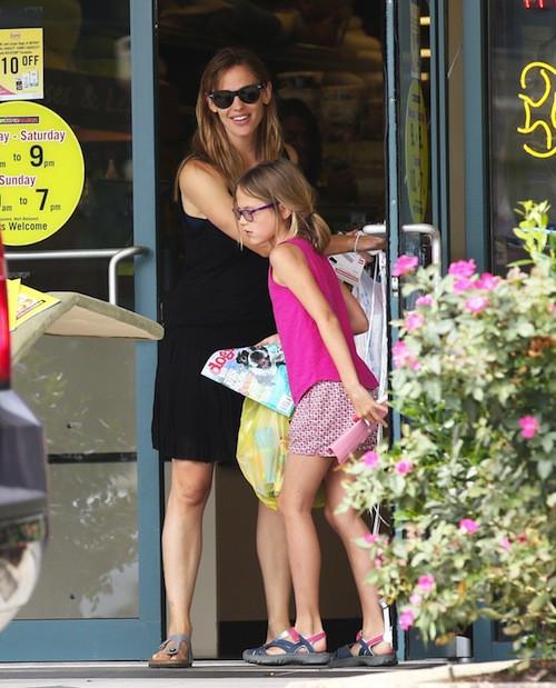Photos : Jennifer Garner : devant ses enfants, elle garde le sourire et son alliance…