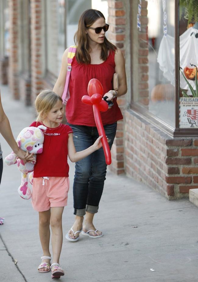 Jennifer Garner et Violet le 30 septembre 2012 à Pacific Palisades