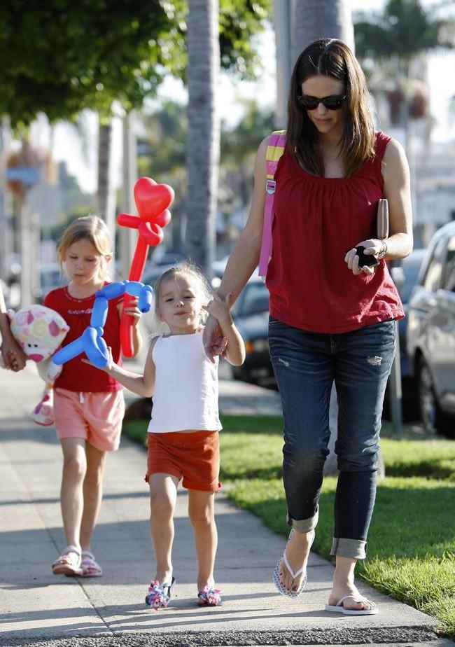 Jennifer Garner, Violet et Serafina le 30 septembre 2012 à Pacific Palisades