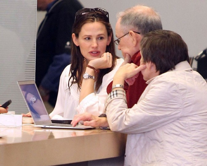 Elle choisit un ordinateur avec ses parents !
