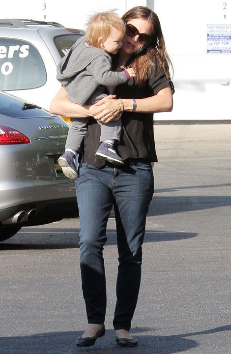 Jennifer Garner avec ses enfants à Brentwood le 2 mai 2013