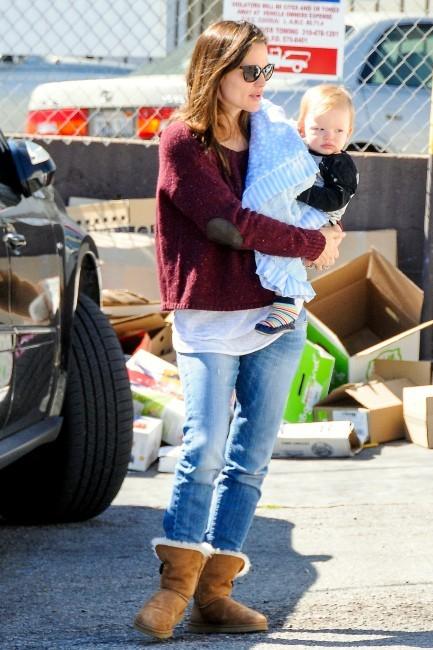 Jennifer Garner et son fils Samuel à Brentwood, le 26 février 2013.