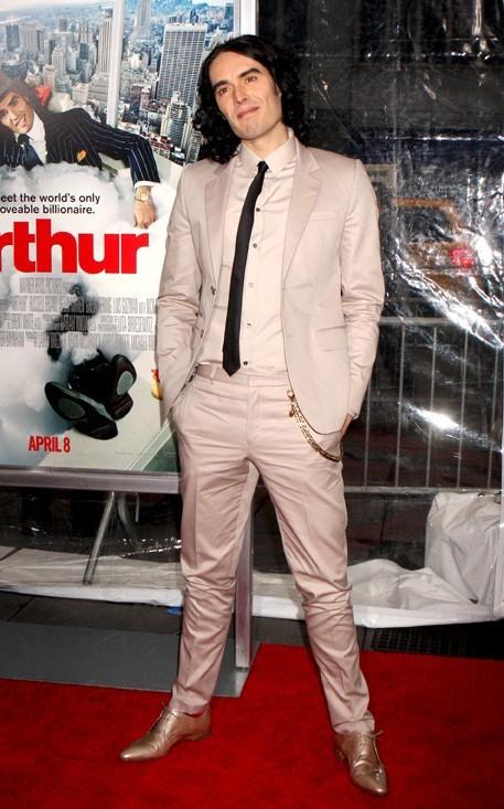 Un dandy en costume bien coupé ...comme le milliardaire Arthur !