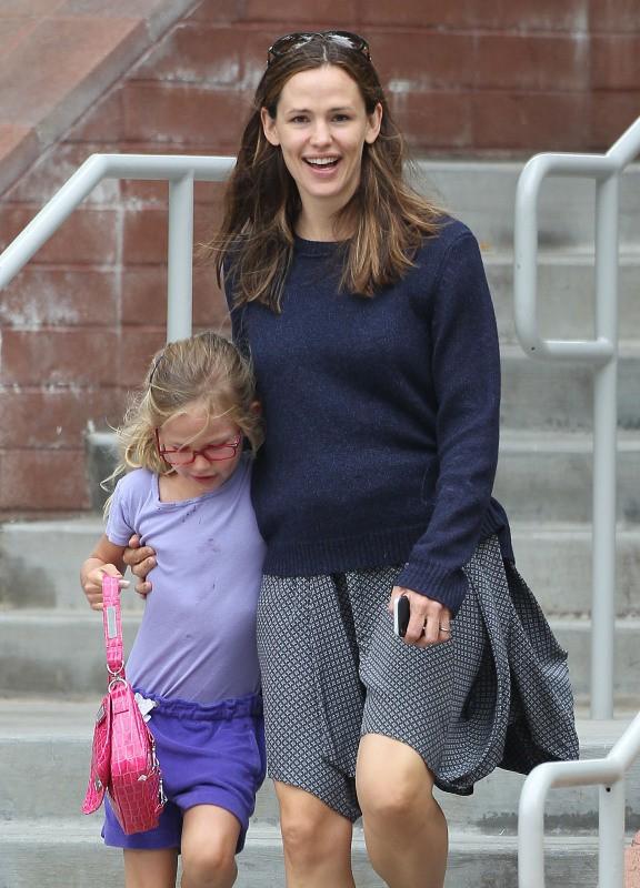Jennifer Garner et sa fille Violet à Pacific Palisades, le 24 juillet 2013.