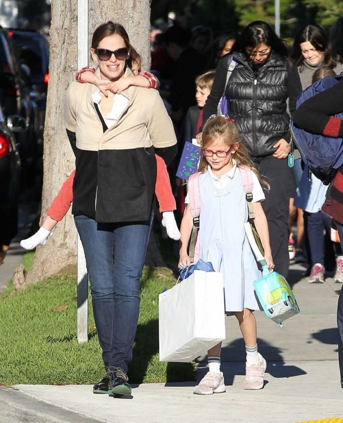 Jennifer Garner va chercher ses filles à l'école