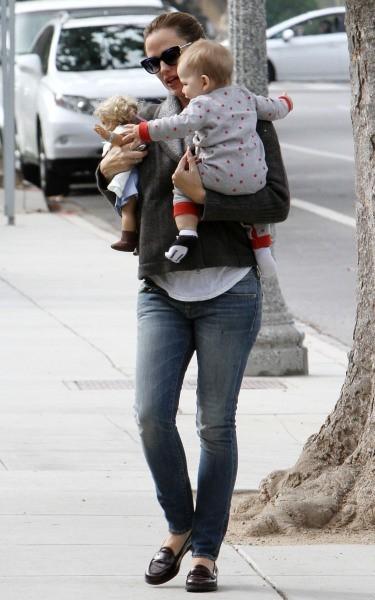 Jennifer Garner et Samuel le 2 novembre 2012 à Brentwood