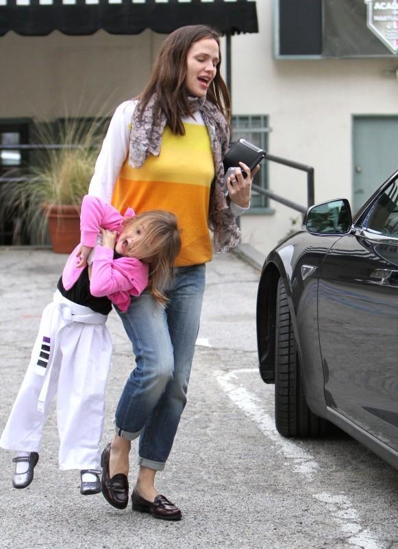 Jennifer Garner et sa fille Seraphina, Los Angeles, 14 décembre 2012.