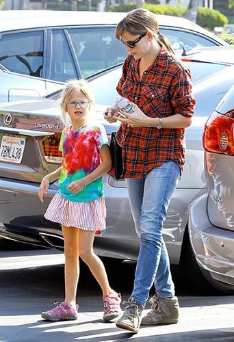 Jennifer Garner et Violet Affleck à Brentwood le 14 septembre 2013