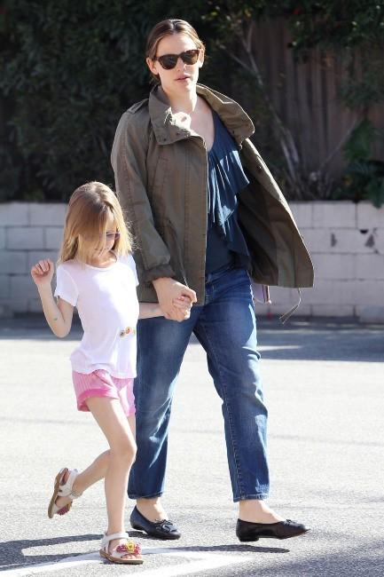Jennifer Garner et sa fille Violet à Brentwood, le 3 avril 2012.