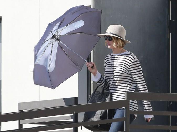 Jennifer Lawrence : avec son parapluie, le message est clair !