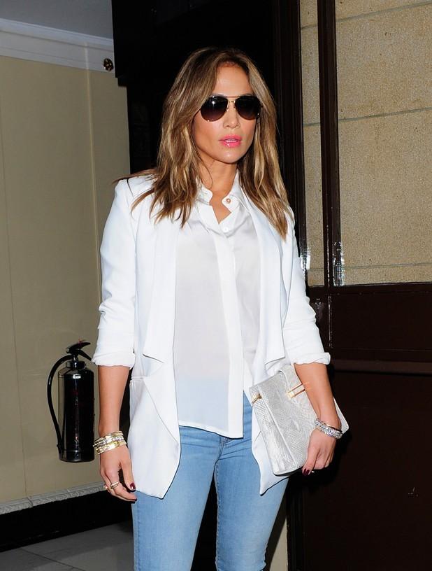 Jennifer Lopez à la sortie de son hôtel de Londres le 30 mai 2013