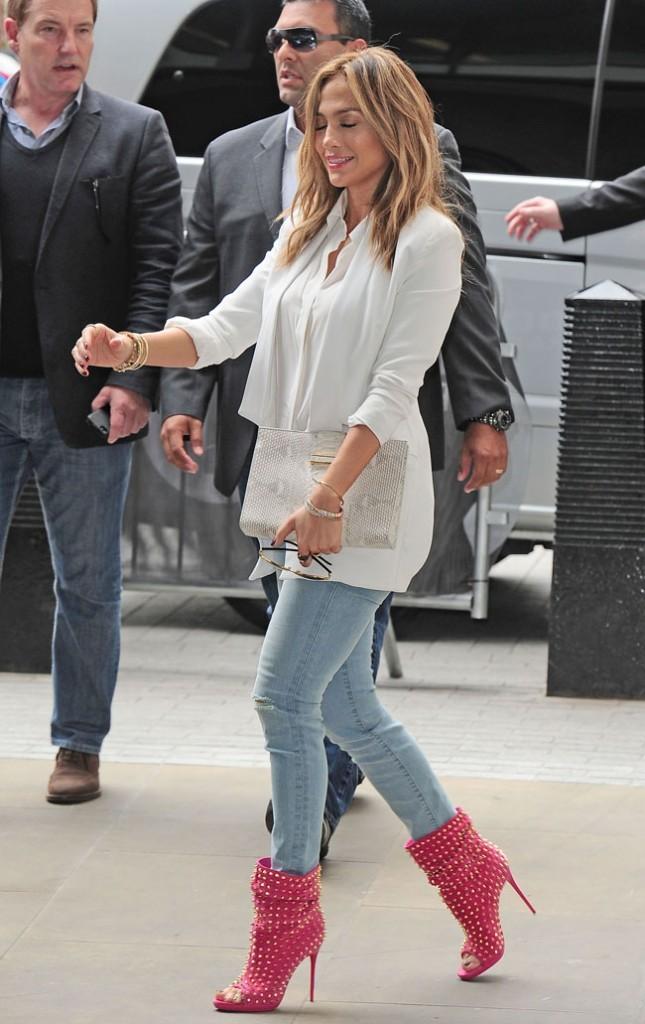 Jennifer Lopez devant les studios de Radio 1 à Londres le 30 mai 2013