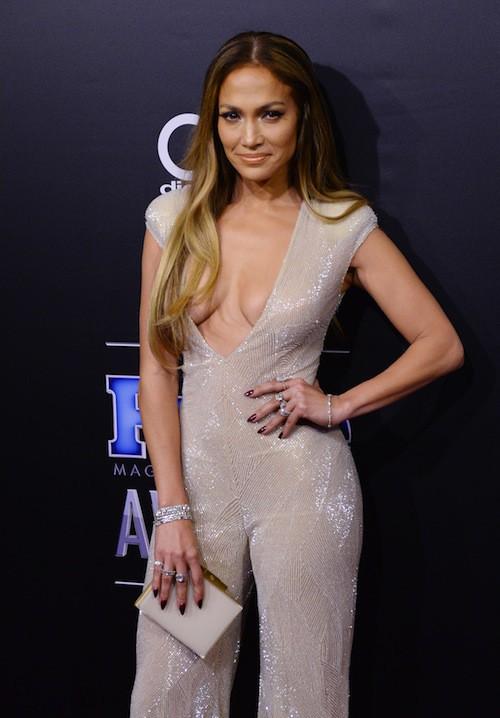 Photos : Jennifer Lopez : elle dégaine un nouveau décolleté à tomber !